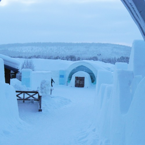 Ice_Hotel_grounds_oct14