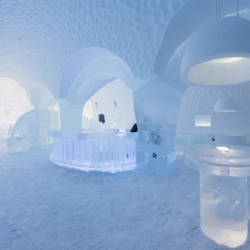 large_ICEBAR_BY_ICEHOTEL_Jukkasjärvi__Lost___Found__by_Tjåsa_Gusfors__Jens_Thoms_Ivarsson___Maurizio_Perron_-_Photo_Christopher_Hauser