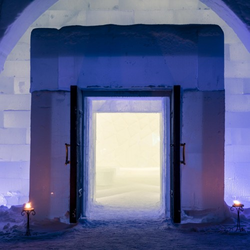 medium_Ice_Church__entrance__-_Photo_Christopher_Hauser