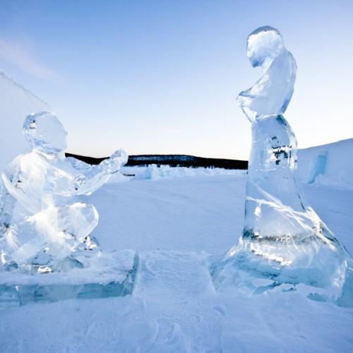 small_Couple_in_ice_by_AnnaSofia_Mååg_-_Photo_Martin_Smedsen