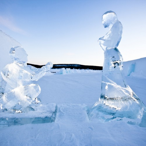 small_Couple_in_ice_by_AnnaSofia_Mååg_-_Photo_Martin_Smedsen