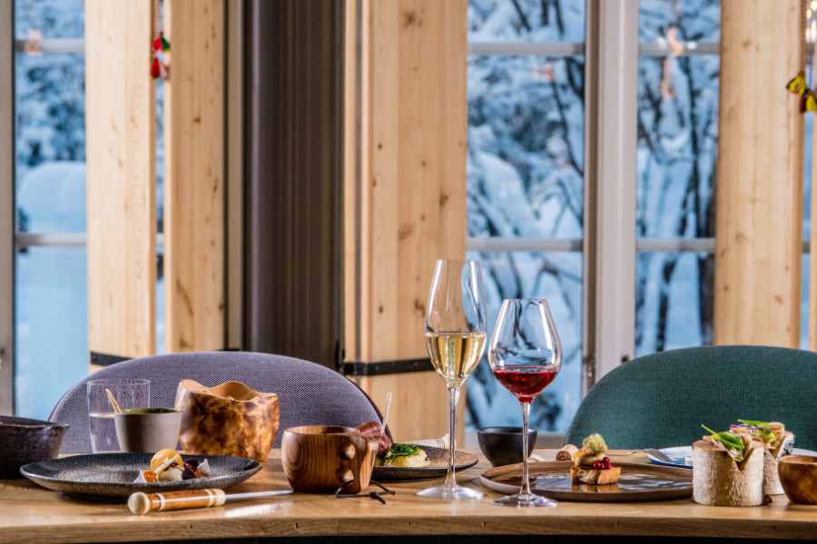 small_icehotel-restaurant-chefs-table-3